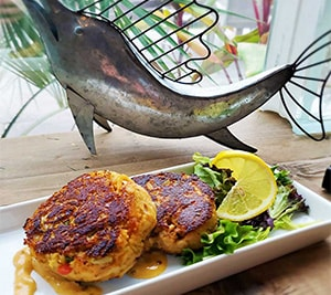 crab cakes and remoulade